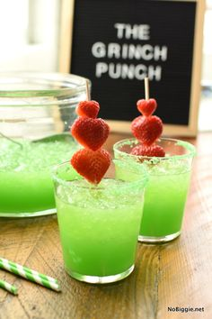 Christmas Punch for The Grinch Serve up this festively green Grinch Punch at your next Christmas party, and don't forget the good ice! Grinch Party, Grinch Christmas Party, Christmas Cocktails, Christmas Brunch, Holiday Drinks, Christmas Desserts, Party Drinks, Holiday Treats, Christmas Recipes