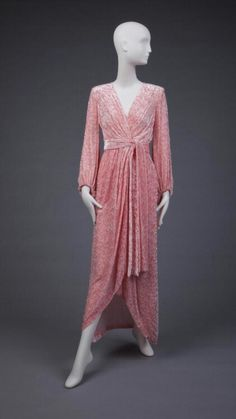 Robe d'hôtesse en velours écrasé, 1964  Yves Saint Laurent