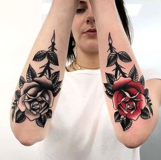 Tattoo Traditional Love Tatoo New Ideas Pretty Hand Tattoos, Small Hand Tattoos, Gorgeous Tattoos, Body Art Tattoos, Sleeve Tattoos, Tattoo Ink, Arm Tattoo, Rose Hand Tattoo, Tattoos Skull