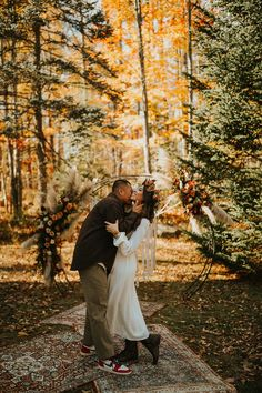 Fall boho mountain elopement | Image by Abigail Renee Photography Home Wedding, Wedding Blog, Fall Wedding, Wedding Photos, Elopement Inspiration, Wedding Photography Inspiration, Bouquet Charms, Winter Bride, Mountain Elopement