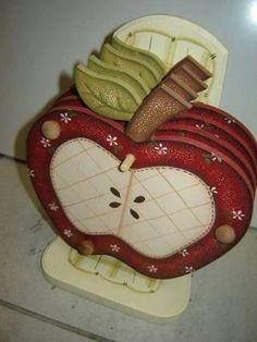 Resultado de imagem para suporte para panela de maçã com pintura country