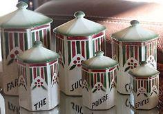 Ancienne-serie-6-POTS-a-EPICES-en-ceramique-decor-de-houx-rouge-et-vert