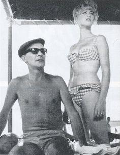 """Ραντεβού, κρυφά από τους γονείς και τον αδερφό της Αλέκο (Ντίνο Ηλιόπουλο), θα έχει και η Άννα (Ζωή Λάσκαρη), στην ταινία του Γιάννη Δαλιανίδη """"Ο ατσίδας"""" (1962), το σενάριο της οποίας είναι βασισμένο στο θεατρικό έργο του Δημήτρη Ψαθά """"Εξοχικόν κέντρον: Ο Έρως"""". Στην πλαζ της Αρετσούς, όπου θα πάει για μπάνιο με τον αδερφό της, θα του ξεφύγει για να συναντήσει τον αγαπημένο της Αντώνη (Στέφανο Στρατηγό) και να του ανακοινώσει πως, αν δεν τη ζητήσει επίσημα σε γάμο, θα τη χάσει."""