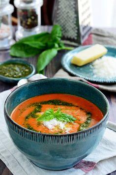Bazsalikomos sültpaprika-krémleves recept Hungarian Recipes, Hungarian Food, Gazpacho, Thai Red Curry, Soup, Ethnic Recipes, Pastel, Ceramics, Ceramica