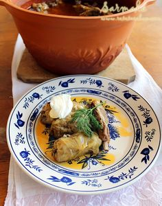 Cabbage Rolls with Pickled Cabbage Pickled Cabbage, Romanian Food, Romanian Recipes, Cabbage Rolls, Cabbage Recipes, Clay Pots, Hummus, Quinoa, Carne