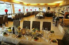 Hochzeitsfeier im Hotel #WalchseerHof in #Walchsee Table Settings, Table Decorations, Furniture, Home Decor, Mariage, Table Top Decorations, Interior Design, Place Settings, Home Interior Design