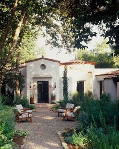 Stunning Mission Revival And Spanish Colonial Revival Architecture Ideas 03 Spanish Bungalow, Spanish Style Homes, Spanish House, Spanish Colonial, Spanish Revival, Future House, Outdoor Spaces, Outdoor Living, Outdoor Seating