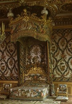 Marie-Antoinette's appartment in the castle of Fontainebleau. Seeing this in real life would be incredible!