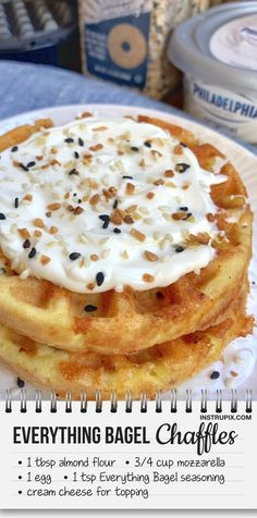 Everything Bagel Chaffles - Quick and easy keto breakfast recipes! These low carb chaffle bagels really hit the spot. Low Carb Recipes, Diet Recipes, Cooking Recipes, Quick Recipes, Protein Recipes, Healthy Recipes, Chili Recipes, Egg And Grapefruit Diet, Waffle Maker Recipes