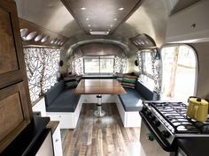 Take a look at these vintage airstream remodel ideas. This roundup is full of inspirational interior photos of vintage airstreams. Let the remodel begin! Airstream Bambi, Airstream Decor, Airstream Campers, Airstream Remodel, Airstream Interior, Travel Trailer Remodel, Trailer Interior, Vintage Airstream, Camper Renovation