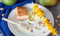 Her får du fire nye tilbehør til laks med mango og avokado som kan slå mangosalsa! Lunches And Dinners, Meals, Aioli, Mango, Fish Recipes, Den, Grilling, Yummy Lunch, Fire