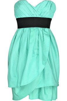 Gorgeous mint color and petal layers.