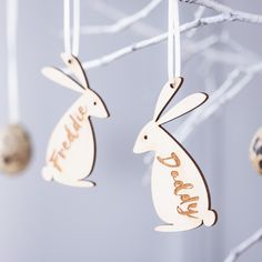 Super cute bunny name decorations! Personalised Easter Bunny Family Decoration www.cloudsandcurrents.com #Easter #egg #easterhunt #decoration #name #placesetting