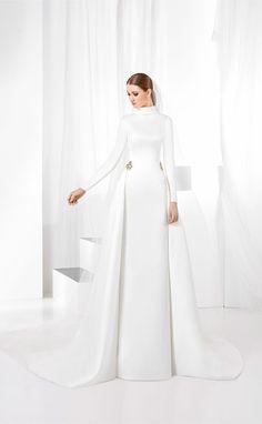 2bab6e71d Vestido de novia cuello vuelto y minimalista de raso natural