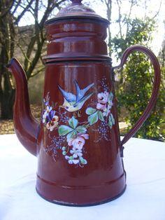 Cafetière émaillée ancienne décor floral avec oiseau / old enamel coffee pot