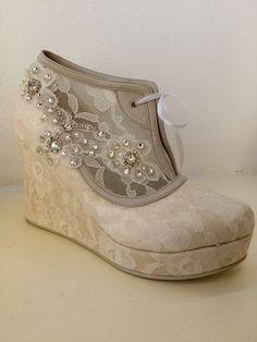 Zapato de Novia, GREZZO. Alonso de Cordova 4034, Vitacura, Chile. Alonso, Chile, Wedges, Boots, Sneakers, Fashion, Bride Shoes, Grooms, Crotch Boots