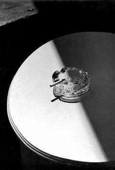Herbert List, Cigarette, London, 1936 Object Photography, Modern Photography, Still Life Photography, Black And White Photography, Street Photography, Product Photography, Creative Photography, Herbert List, Magnum Photos