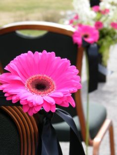 Wedding aisle decor- this is perfect just need a turquoise gerbera daisy instead of pink!!