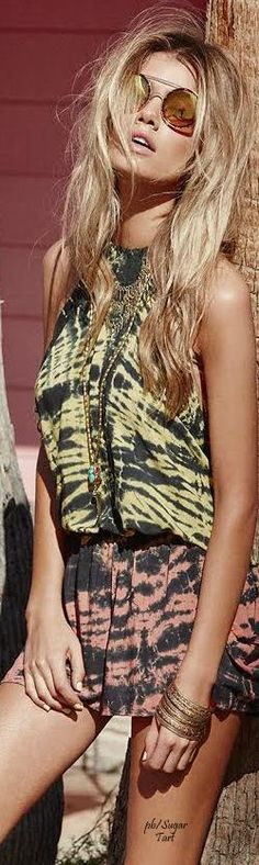 ↣✧❂✧ TatiTati Style ✧❂✧↢ Super cool boho hippy chick in tie dye combination 2 piece with ethnic statement jewellery Gypsy Style, Hippie Style, Bohemian Style, Boho Chic, My Style, Hippie Chic, Boho Gypsy, Moda Fashion, Girl Fashion