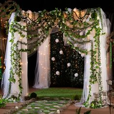 Enchanted Forest Quinceanera Theme, Enchanted Forest Prom, Enchanted Wedding Ideas, Enchanted Forest Decorations, Forest Wedding Decorations, Enchanted Evening, Magical Forest, Quince Themes, Quince Decorations