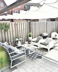 Loungehoekje in de tuin ~ Kwantum ~ Ikea ~