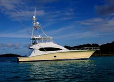 Hatteras Yachts    LOOK at the sweep on that bow!
