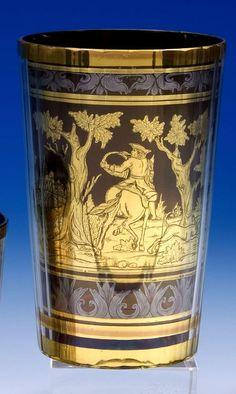 """Signiert """"J.M.POHL HAIDA"""" - Farebloses, vielfach facettiertes Glas. Zwischen den Schichten in gold- bronzefarbener, radierter Folie ausgeführter Dekor... Bohemia Glass, Bronze, Artist At Work, Czech Glass, Coffee Cups, Glass Art, Vase, Antiques, Bohemian"""