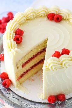 Neapolitan Cupcakes Raspberry Dream Cake - layers of moist vanilla cake, raspberry filling and Raspberry Filling, Raspberry Cake, Strawberry Cupcakes, Strawberry Shortcake, Cheesecake Vanille, Bakery Style Cake, Moist Vanilla Cake, Chocolate Oreo Cake, Dream Cake