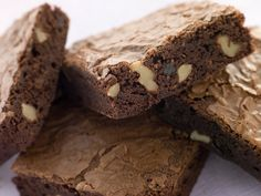 The Pioneer Woman's Salted Caramel Brownies are one of those easy dessert recipes that you'll be begged to make time and time again. These brownies are rich, chocolatey, decadent and salty all in one beautiful bite. Low Fat Brownies, Cocoa Brownies, Bean Brownies, Chewy Brownies, Caramel Brownies, Just Desserts, Dessert Recipes, Dash Diet Recipes, Healthy Recipes