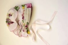 Handkerchief Baby Bonnet : Get ready to fall in love! This Handkerchief Baby Bonnet tutorial is so dang adorable, it almost makes me want another baby! Sewing Crafts, Sewing Projects, Sewing Ideas, Handkerchief Crafts, Handmade Baby Clothes, Baby Bonnets, Easter Bonnets, Baby Blessing, Vintage Handkerchiefs