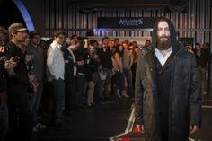 Edward Coat getragen über Officer Cardigan - Beides von musterbrand.com