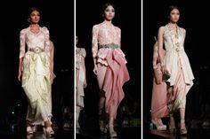 no double bottom, front gathered sarong Vera Kebaya, Kebaya Hijab, Batik Kebaya, Kebaya Dress, Fashion Images, Modern Fashion, Fashion Design, Modern Kebaya, Indonesian Kebaya