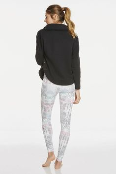 Jet off to Aspen and explore the snowy terrain in an elevated black pullover with a sleek funnel neck design. Complete the look with our arctic print leggings that regulate your body temperature and feel good against your skin. | Yana Outfit - Fabletics