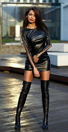 I ❤️ her cool tight mini dress and knee high boots, she has long beautiful and sexy legs💋💋💋💋💋 Sexy Stiefel, Corps Parfait, Latex Lady, Mini Skirt Dress, Leder Outfits, Black Leather Dresses, Sexy Boots, Thigh High Boots, Sandro