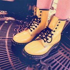 yellow doc martens tumblr - Buscar con Google