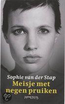 Meisje met negen pruiken | Sophie van der Stap
