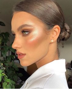 Find the most beautiful make-up ideas and try them out. # Make-up highlighter . - Find the most beautiful make-up ideas and try them out. highlighter beautiful makeup i - Best Contour Makeup, Best Contouring Products, Makeup Contouring, Skin Makeup, Eyeshadow Makeup, Eyeshadow Palette, Pink Lipstick Makeup, Beauty Products, Fox Makeup