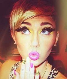 Miley's makeup >>>