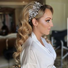 Love the elegant look of our beautiful bride Jaclyn! Crystal vine headpiece by Bridal Styles Boutique.