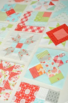 love the distribution of different blocks coordinating fabrics. :)