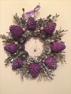 DIY Kissing Ball with Pine Cones – Crafts Unleashed Pine Cone Art, Pine Cone Crafts, Wreath Crafts, Diy Wreath, Pine Cone Wreath, Christmas Pine Cones, Christmas Wreaths, Christmas Crafts, Christmas Ornaments