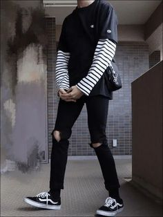 49 Awesome Mens Streetwear Ideas That Will Make You Look Handsome - In the fashion forward world that we live in, the amount of attention that both men and women give to their exterior appearance is becoming more than . Grunge Outfits, Edgy Outfits, Retro Outfits, Fashion Outfits, Indie Rock Outfits, Fashion Boots, Aesthetic Grunge Outfit, Aesthetic Fashion, Aesthetic Clothes