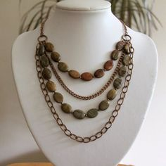 Love the design of this necklace , simple yet super pretty, and I love incorporating chain.