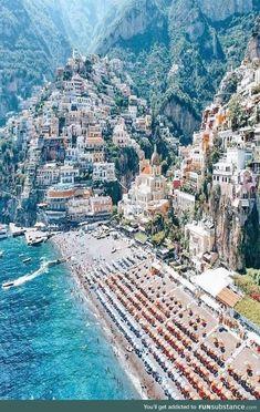 Positano Italien - places to go - Travel Places To Travel, Places To See, Voyage Dubai, Voyage Canada, Italy Destinations, Honeymoon Destinations, Reisen In Europa, Voyage Europe, Photos Voyages