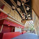 Teatro Jean-Claude / A+ Architecture