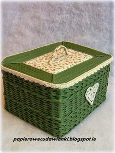 tető a beautiful basket crafted from paper not wicker -- imagine that!!
