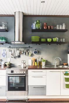avohyllyt keittiössä -