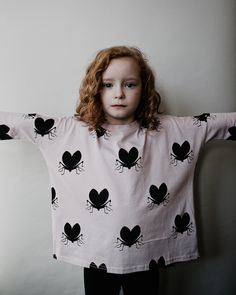 Beau Loves Oversized Top In Dusty Pink With Lovebugs Little Girl Fashion, Kids Fashion, Fashion Outfits, Girl Inspiration, Kids Prints, Kid Styles, Child Models, Kind Mode, Kids Wear