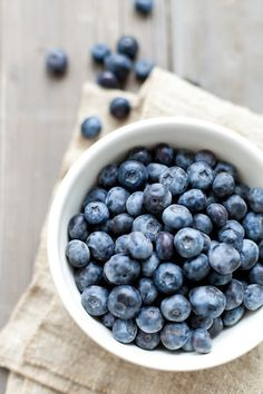 bowl of blueberries I tumbler-noperfectdayforbananafish