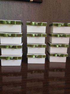 Caixa motivo decoraivo noivinhos, medias 10x10x5, ideal para 2 bombons ou trufas. Cores na sua preferência.